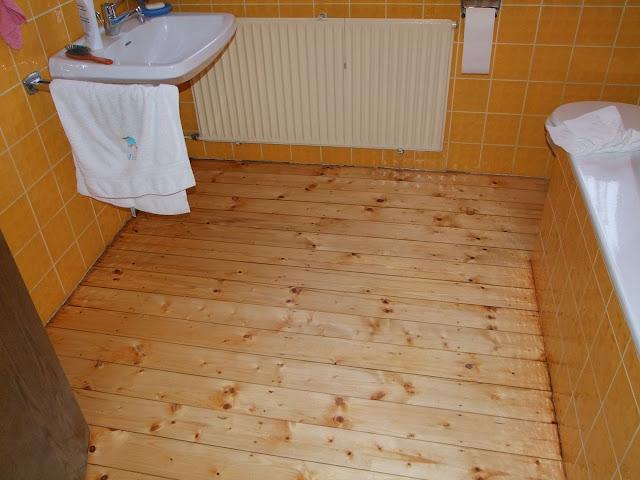 Dielenboden im Badezimmer wie versiegeln?