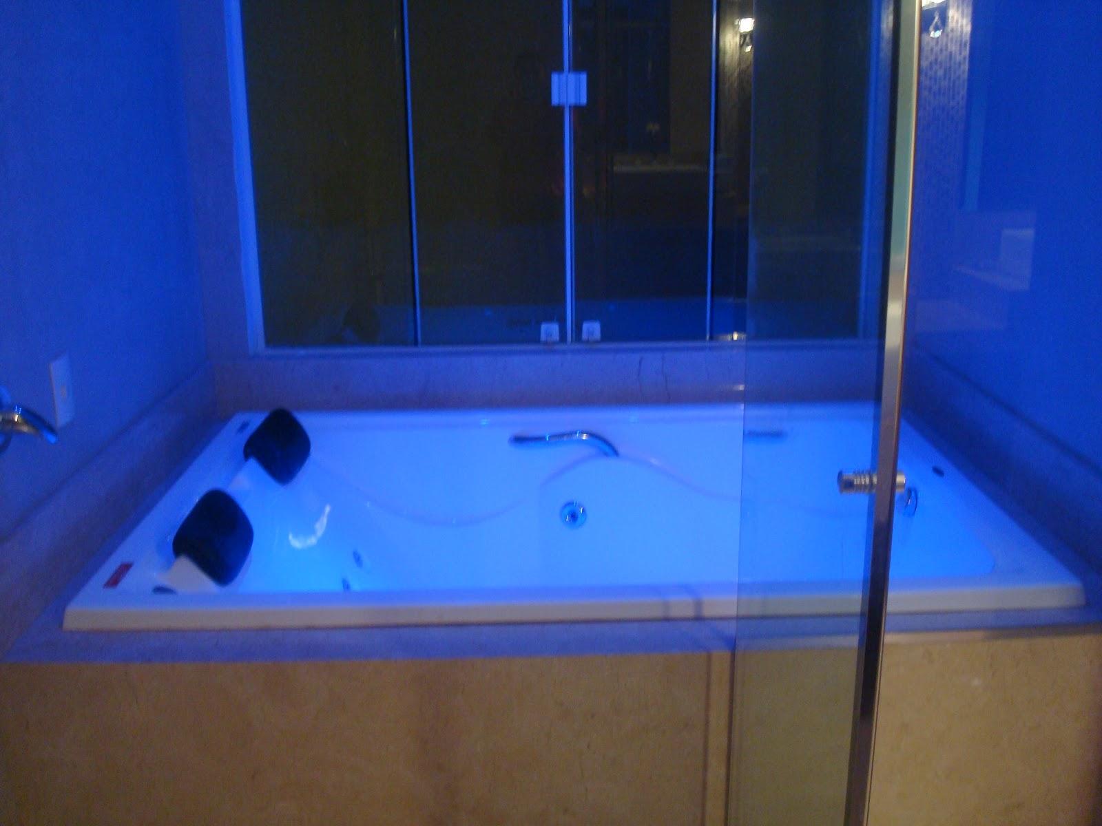 Construindo um Castelinho: Banheiro Crema Marfil #074CC4 1600x1200 Banheiro Com Banheira No Box