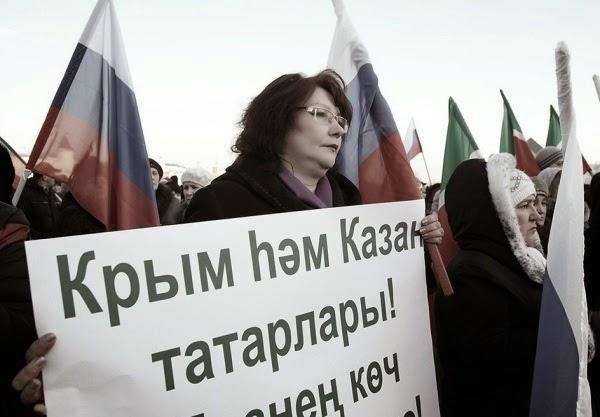 Они приезжают сюда как агитаторы и рассказывают, как хорошо жить в России