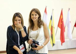 Anastacia Savina (arbitre) et Anastasia Karlovich (journaliste de la Fide)  - Photo © Maria Emeljanova