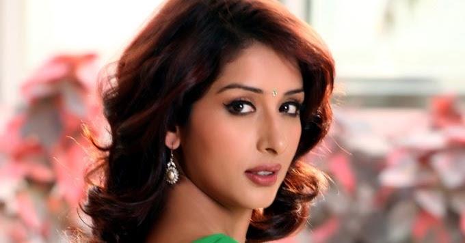 samiksha singh in green saree hot picture samiksha singh