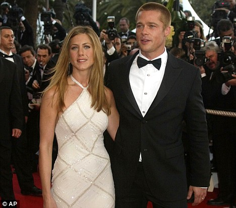 Jennifer Aniston and Brad Pitt Wedding Facts  POPSUGAR
