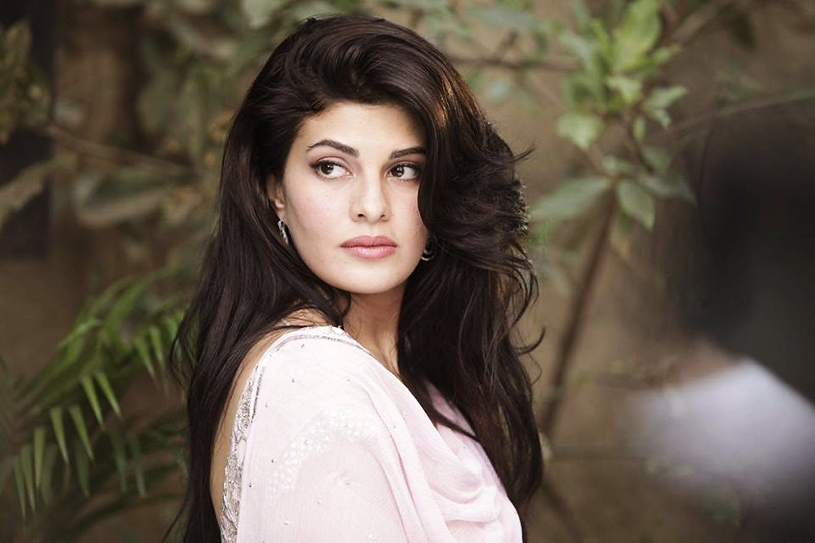 jacqueline entered bollywood in 2009 with sujoy ghosh s aladin and her latest appearence has been in ramaiya vastavaiya for an item song with prabhudeva