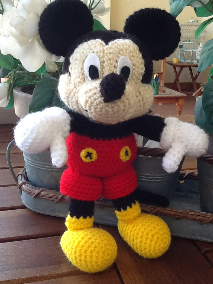 Amigurumi De Mickey Mouse Paso A Paso : Sweet Dollies: AMIGURUMI MICKEY MOUSE