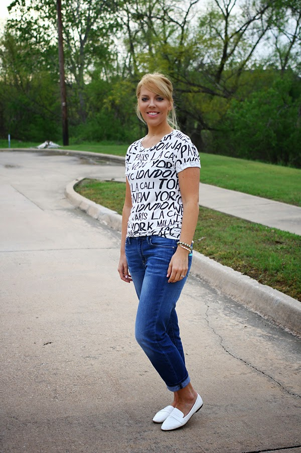 boyfriend_jeans_and_graphic_tee