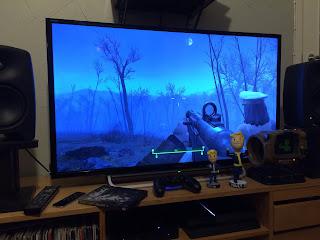fallout 4 peli käynnissä, esillä fanituotteita