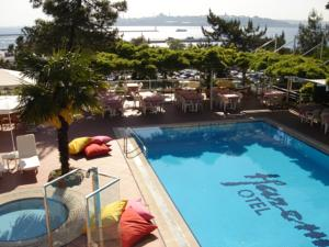 hotel-harem-uskudar-istanbul-asian-side-outdoor-swimming-pool