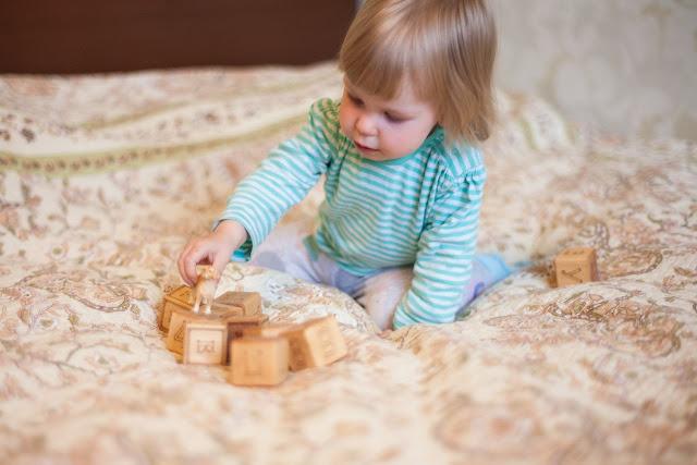 Развивающие игры с деревянными кубиками для малышей