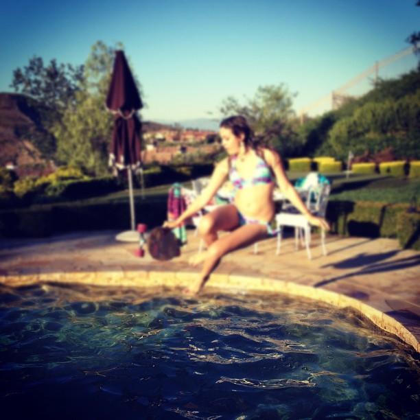 [Fixo] Fotos de Paris Jackson - Página 3 Foto+paris+jackson+na+piscina+instagram+july+2012