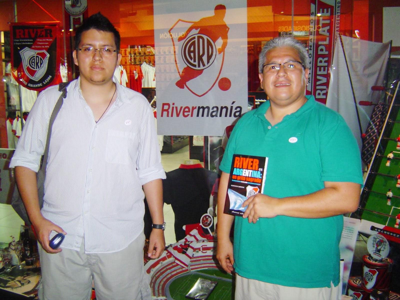 """2013: LOS EJEMPLARES DE """"RIVER ES ARGENTINA: UN GRITO SAGRADO"""" EN EL MUSEO"""