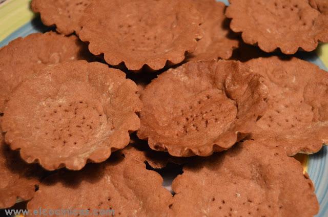 Tartaletas de chocolate con nueces y caramelo