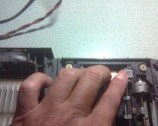Langkah Kedua Dalam Memperbaiki Optik PS2 (3)
