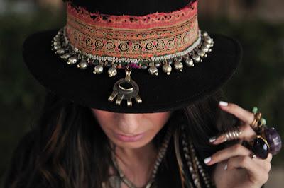 Emonk Ibiza - Botins, Tênis e Chapéus estilo hippie e boemio moda 2016