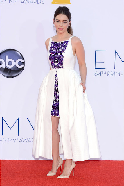 Emilia Clarke vestido Chanel Emmy 2012