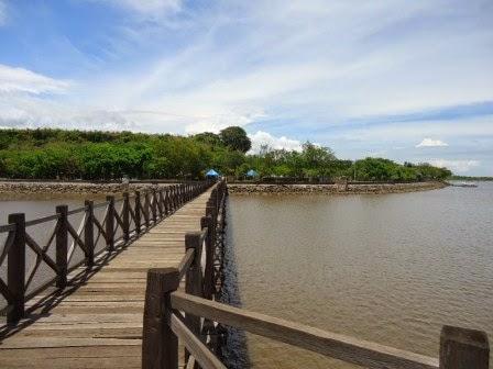 Pantai Bentar : objek wisata alam di probolinggo