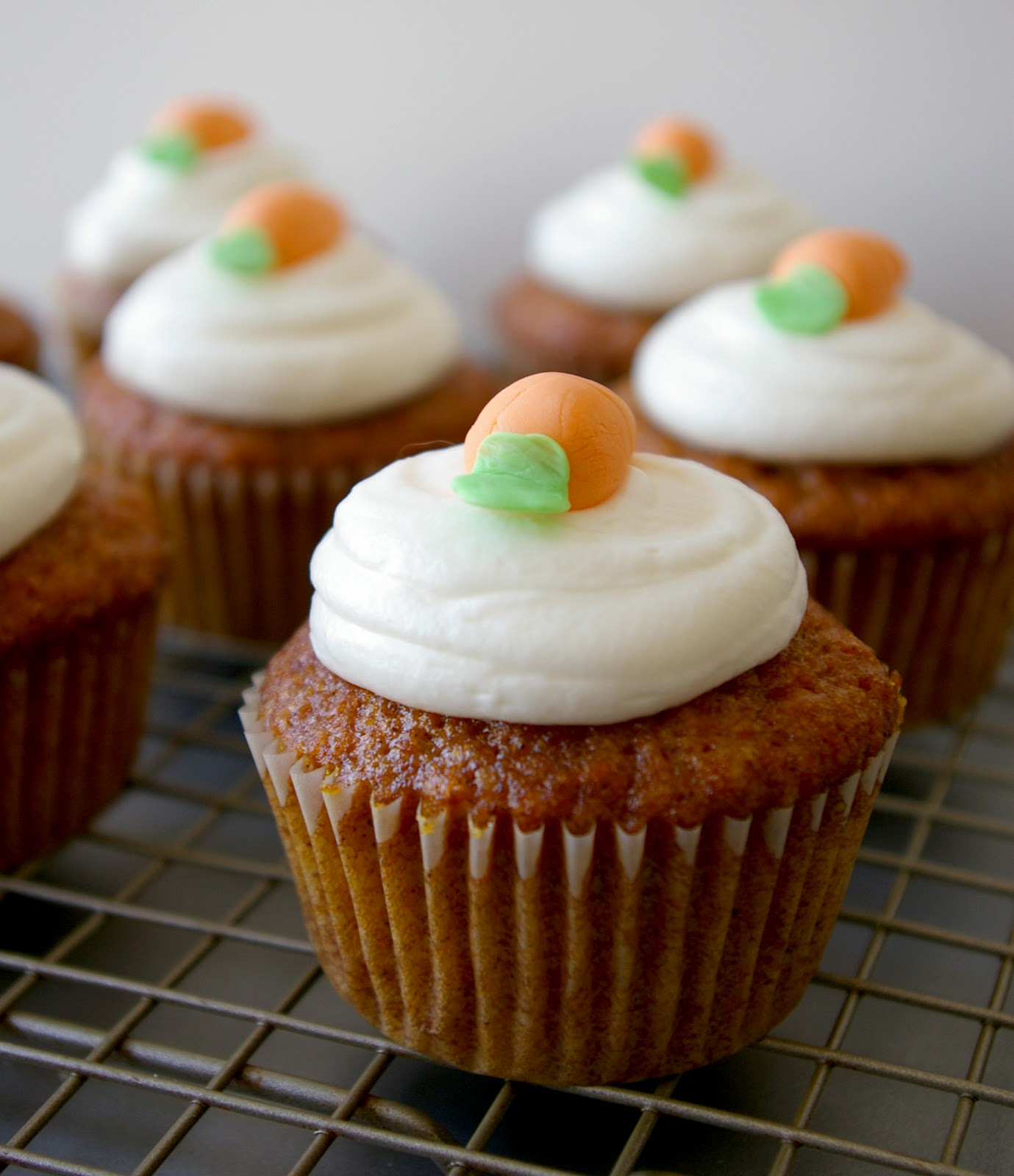 CARROT CAKE CUPCAKES - For childrens