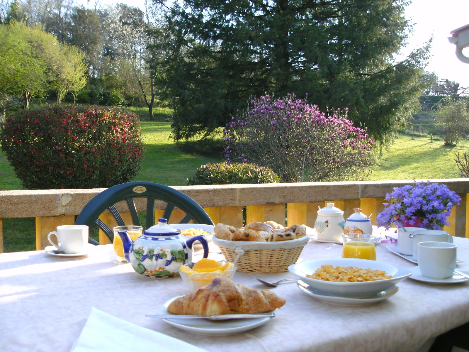 bed and breakfast france top hd wallpapers On breakfast terrace