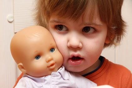 Photo bébé fille avec poupée