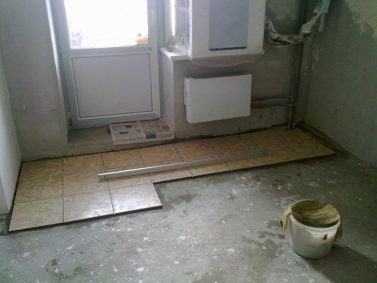 Укладка плитки на полу в кухне своими руками видео