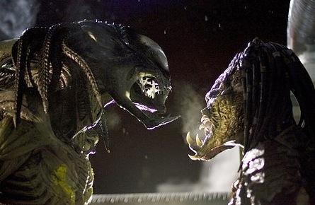 Alien vs. Predator y esta es Aliens vs. Predator , describiendo a los