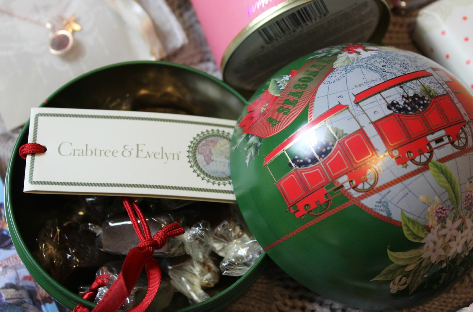 A picture of the Crabtree & Evelyn Chocolate Fudge Festive Bauble