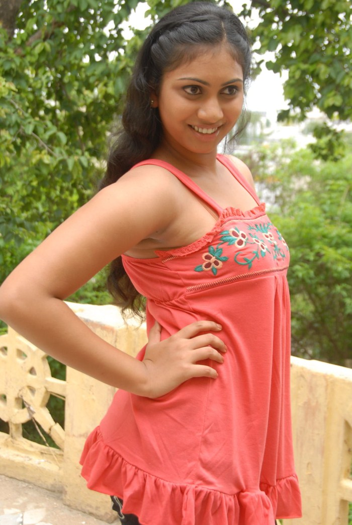 SRI SIRI TELUGU ACTRESS HOT STILLSMP3 SONGS FOR FREE DOWNLOAD