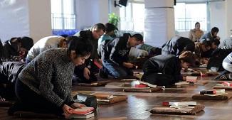 China: Autoritățile fac raiduri în biserici, confiscă Biblii și arestează credincioși