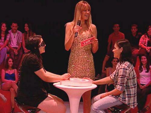 Ellen Jabour banca o cupido no programa (Foto: Divulgação/MTV)