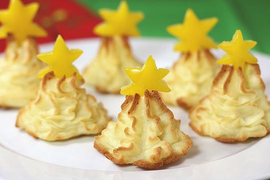 Edible Vegetable Crafts http://www.cutefoodforkids.com/2011/12/12-35-edible-christmas-tree-craft-ideas.html