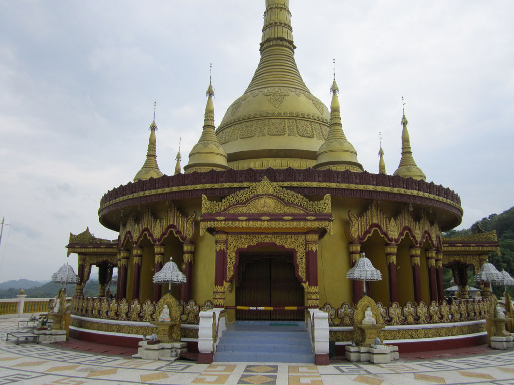 The buddha dhatu jadi the golden temple of bandarban for Architecture zen