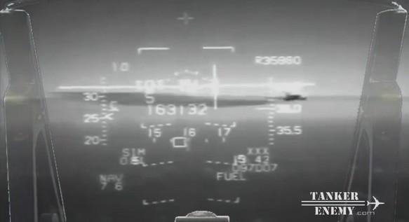 Sul Mar Tirreno si sfiorano un F-16 e un tanker chimico