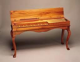 Resultado de imagen de Los instrumentos de cuerda provistos de teclado aparecen inicialmente en la primera mitad del siglo XV