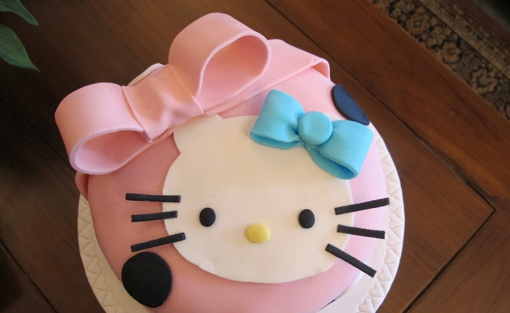 Professional Cake Decorating Course Uk : Pink Oven Cakes and Cookies: Hello Kitty cake