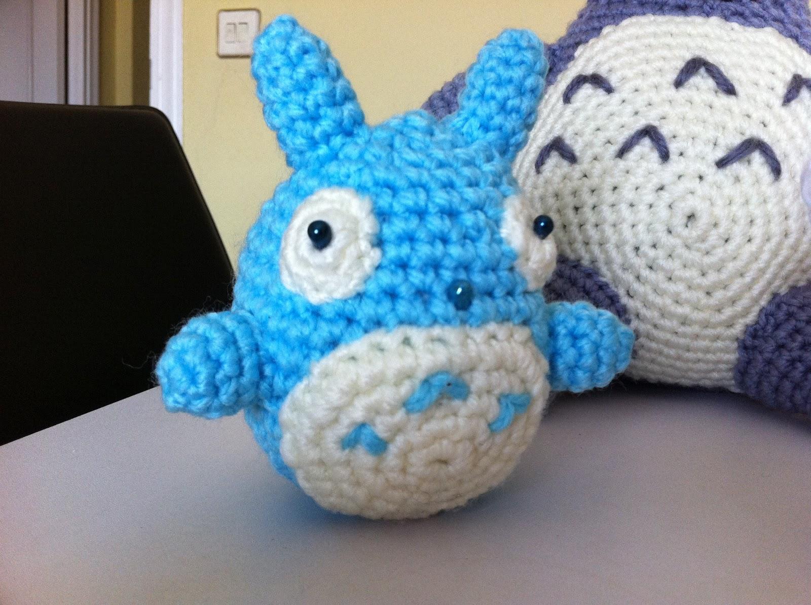 Totoro Azul Amigurumi : Mi mundo y punto familia totoro completa amigurumi