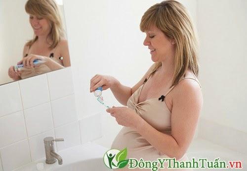 Nguyên nhân gây viêm lợi ở bà bầu là do hoocmon thay đổi