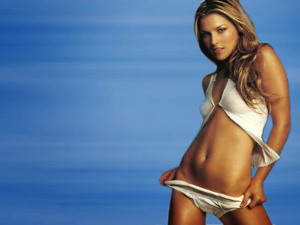 Actresses Models Hotties Pictures: Ali Larter Sexy Images
