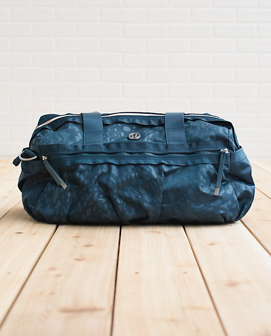 lululemon gym to win duffel