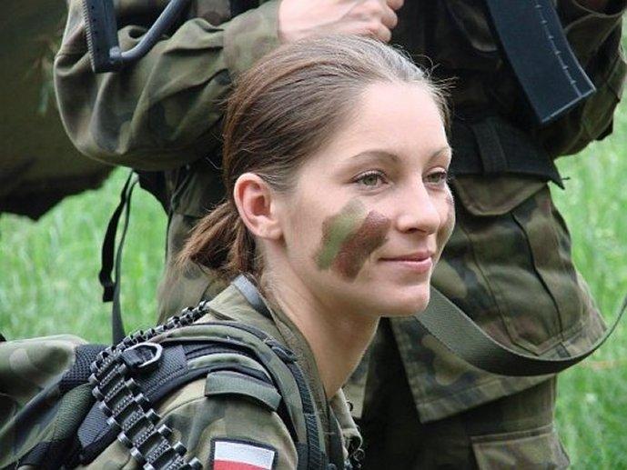 Вниманию русскую групповую оргию с участием русских молоденьких.