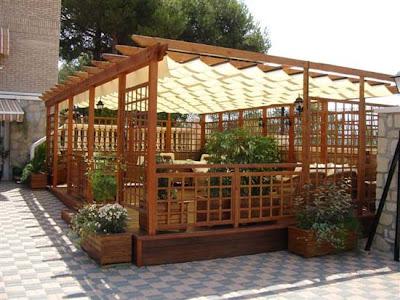 Arte y jardiner a ornamentos en el jard n for Cobertizo de plastico