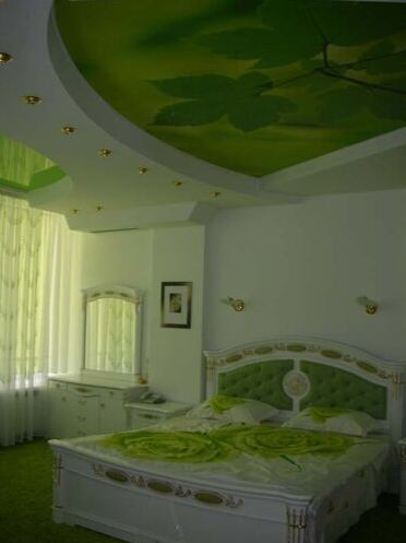 ceiling-decoration-ideas-green-flower