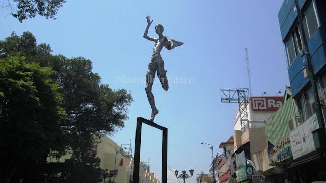 Patung-patung di sepanjang Jalan Malioboro