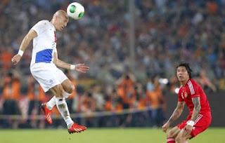 http://tutorialolahraga1.blogspot.com/2015/09/teknik-dasar-heading-bola.html