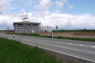 Blick aus dem Bereich der bandkeramischen Siedlung und des Kultplatzes Herxheim in Richtung Pfälzer Wald
