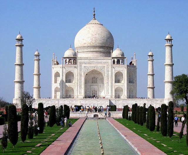 7 Wonders of the World Taj_Mahal_in_March_2004