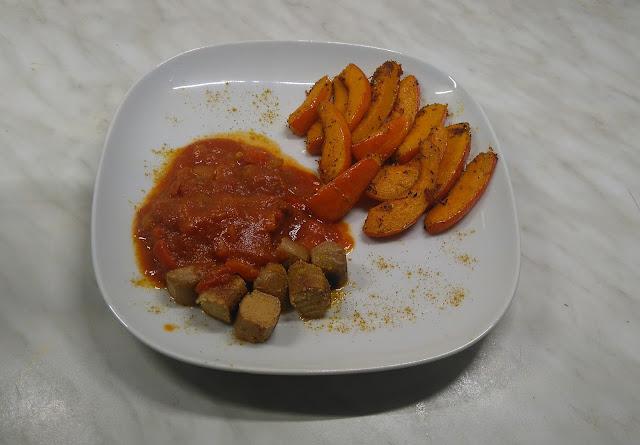 Currywurst vegan, vegetarisch, Rezept, Selbstgemachte Currysauce, Kürbispommes, frittierter Kürbis