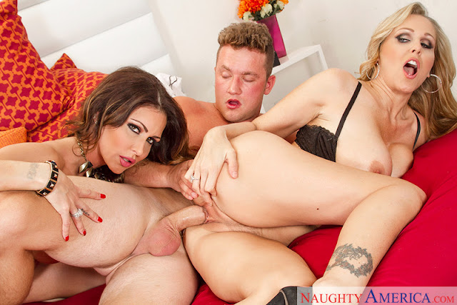 Jessica Jaymes, Julia Ann - Seduced by a Cougar (Naughty America)