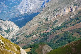 Teverga, ascensión al pico Ferreirúa, vista de Fresnedo y La Estrechura
