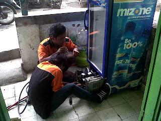 Service perbaikan showcase Diponegoro