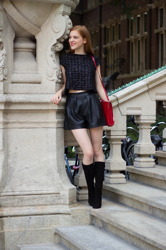 Outfit with a tweed crop top, faux leather shorts and vintage suede boots