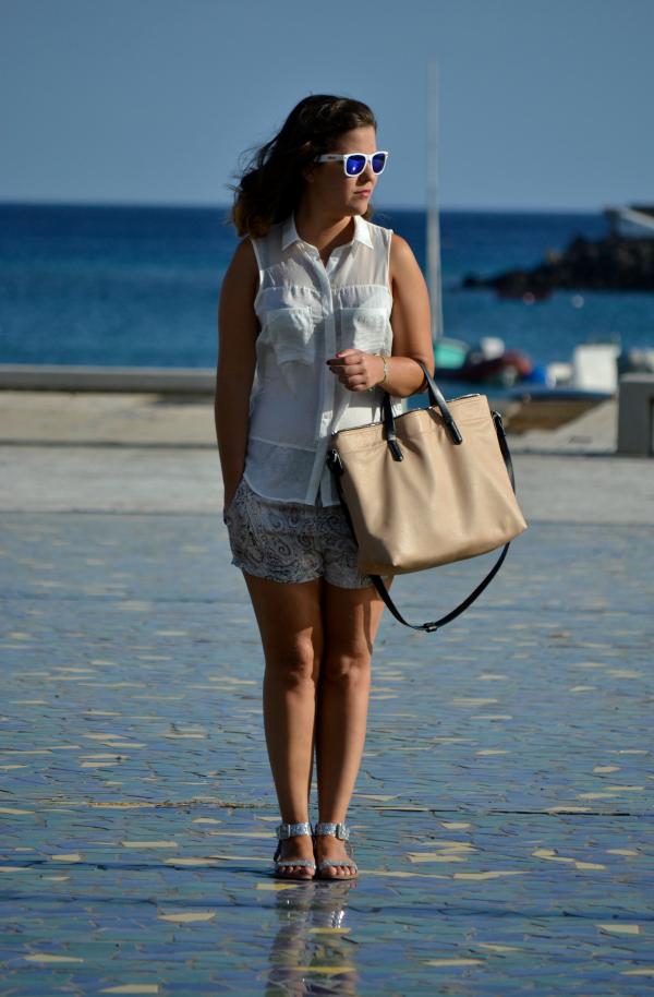 look_outfit_verano_gafas_espejo_knockaround_sandalias_glitter_lovelypepa_nudelolablog_01